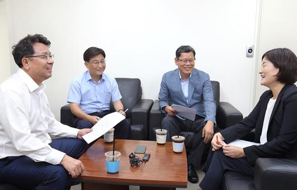 왼쪽부터 이철희, 강문대, 김연철, 장윤선  ©이영균
