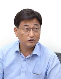 강 문 대 (姜文大) 변호사, 민주사회를위한변호사모임 사무총장. 저서  『교회, 가이사의 법정에 서다』가 있음.