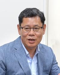 김 연 철 (金鍊鐵) 인제대 통일학부 교수. 저서 『협상의 전략