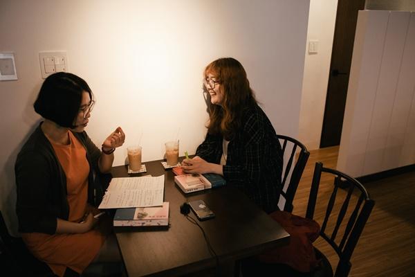 왼쪽부터 박연준 김금희.
