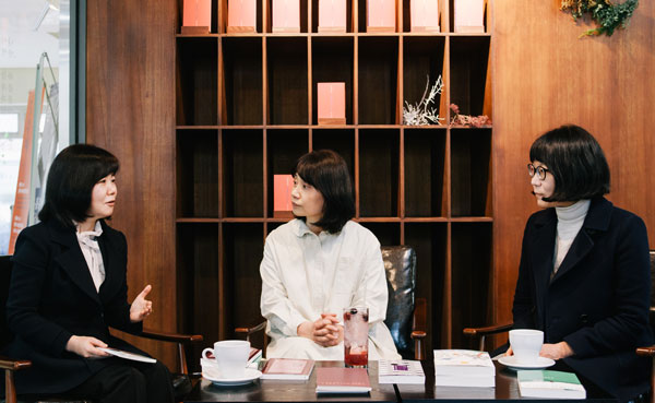왼쪽부터 김수이 하성란 김미정 Ⓒ 강민구